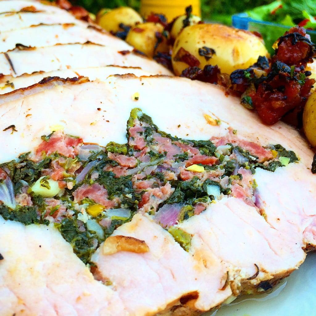 Lombo de porco recheado com linguiça e espinafre
