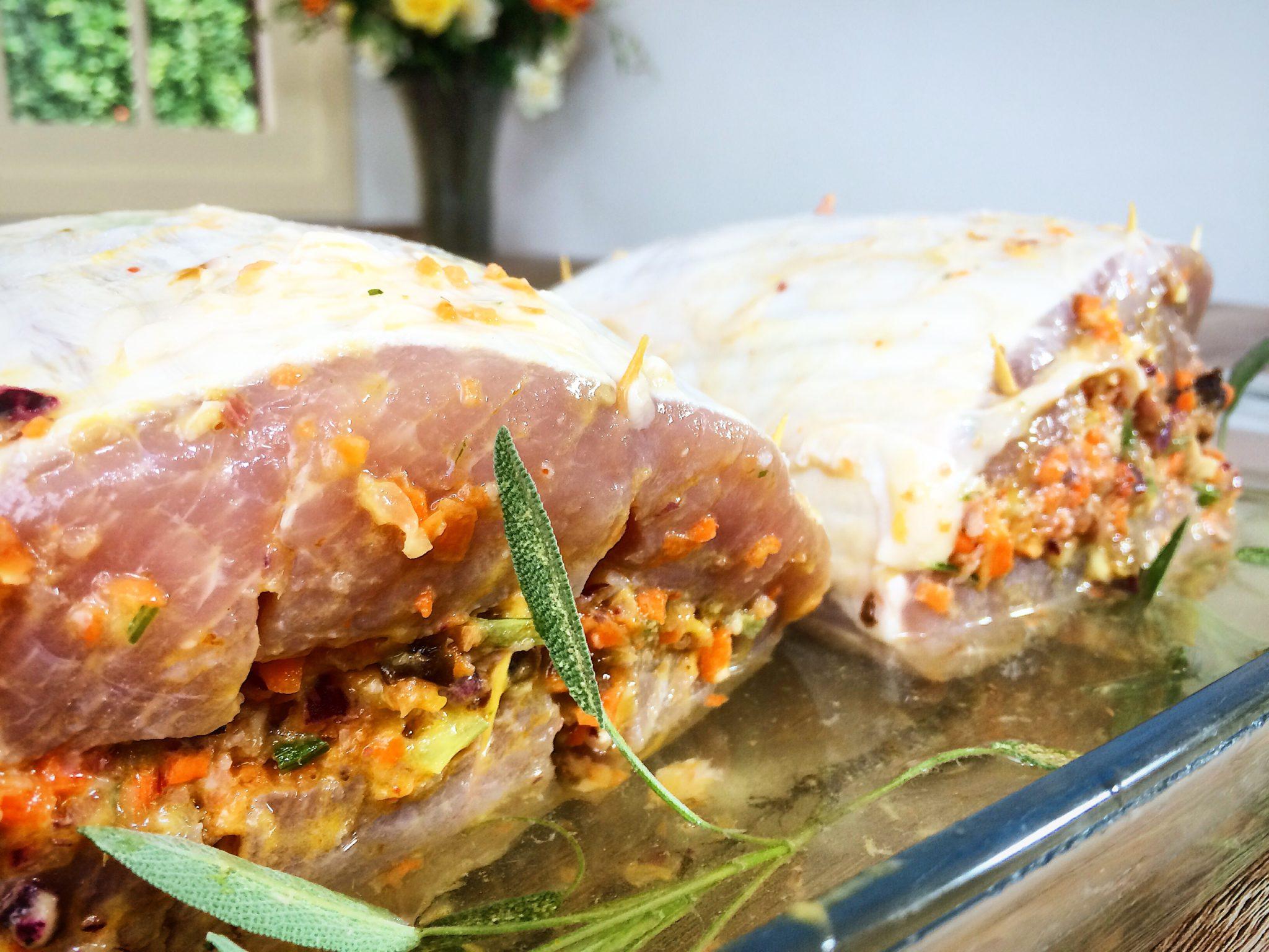 Lombo de porco recheado marinando