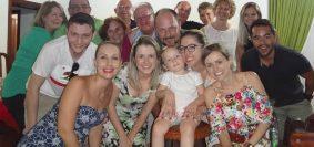 Foto de família reunida para festa