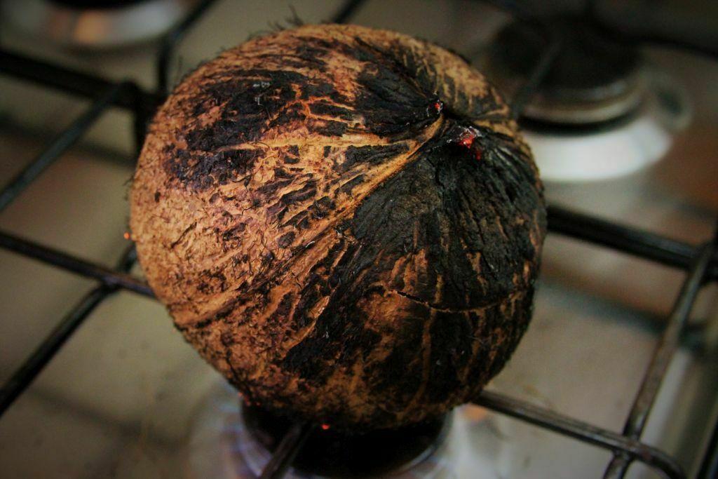 abra coco seco no fogão