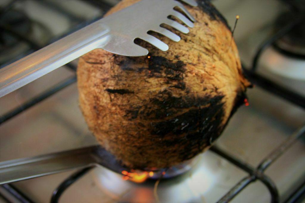 como abrir coco seco - amor pela comida