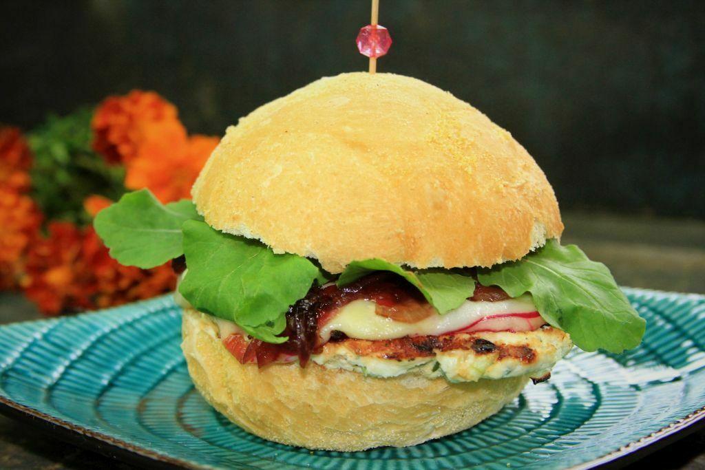 hamburguer de frango - amor pela comida