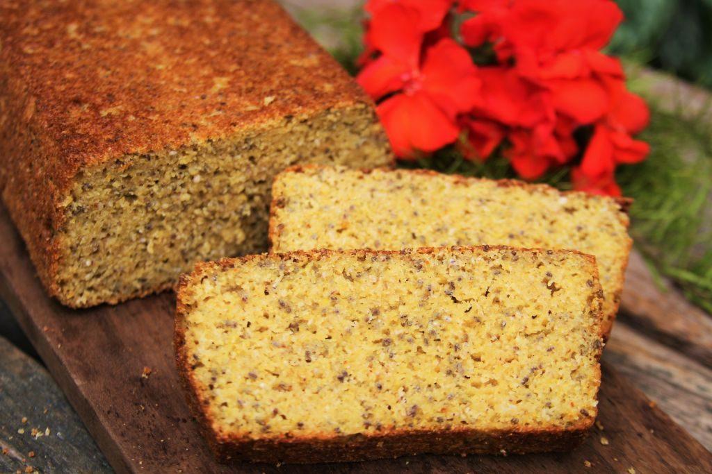 Pão de milho muito saudável e nutritivo feito no liquidificador com amaranto, chia, psyllium sem glúten e sem lactose - Amor Pela Comida