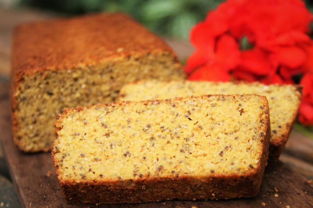 Pão de milho muito saudável, nutritivo e delicioso feito no liquidificador com amaranto, chia, psyllium sem glúten e sem lactose - Amor Pela Comida