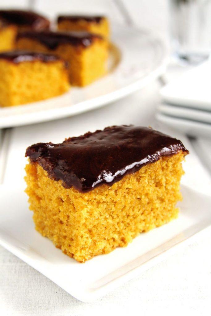 Bolo de cenoura com cobertura de chocolate fofinho sem glúten e sem lactose da vovó   www.amorpelacomida.com.br