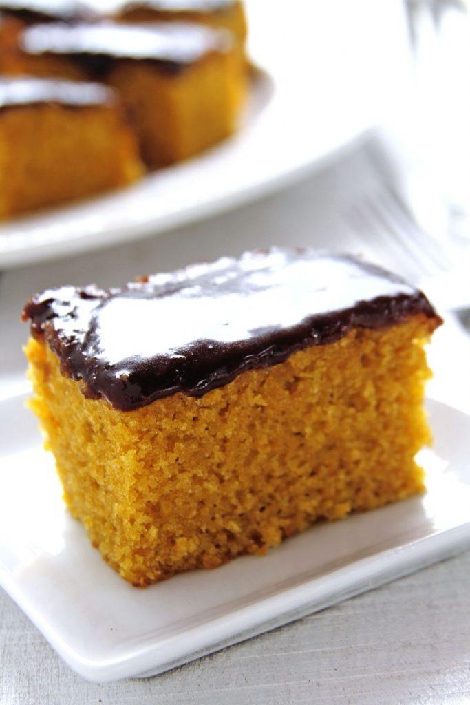 Receita Bolo de Cenoura com cobertura de Chocolate fofinho sem glúten e sem lactose da vovó | www.amorpelacomida.com.br