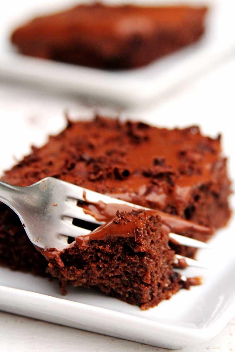 Bolo de Chocolate sem glúten e sem lactose com cobertura cremosa
