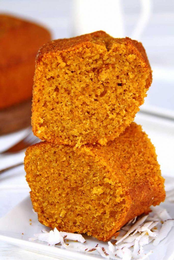 Receita de bolo de abóbora com coco feita no liquidificador, muito simples e prática com abóbora crua e coco fesco