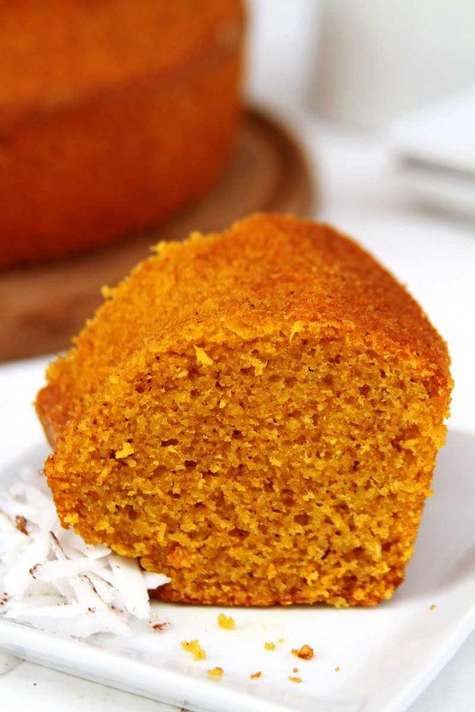 Receita de bolo de abóbora com coco feito no liquidificador muito saboroso, sem glúten, sem lactose, simples de preparar