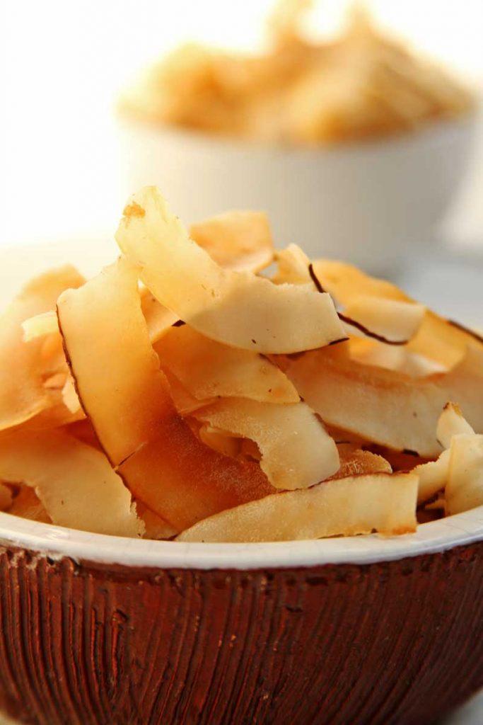 Receita de Chips de Coco caseiro super crocante e simples de preparar!