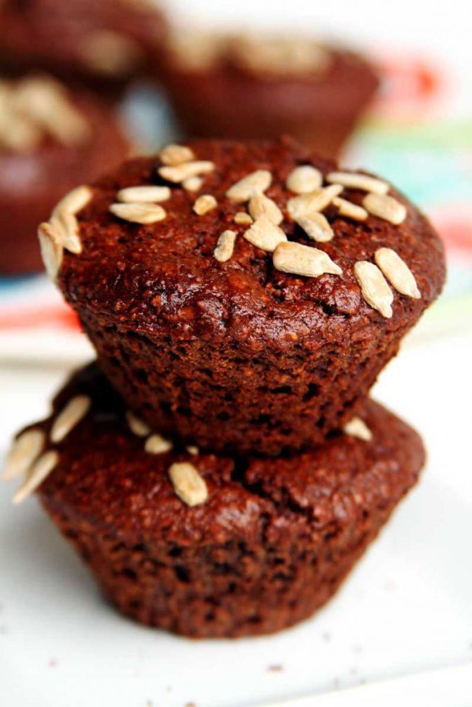 Bolo vegano de chocolate sem farinha, sem leite, sem ovo, sem soja, sem glúten muito fofinho e saboroso