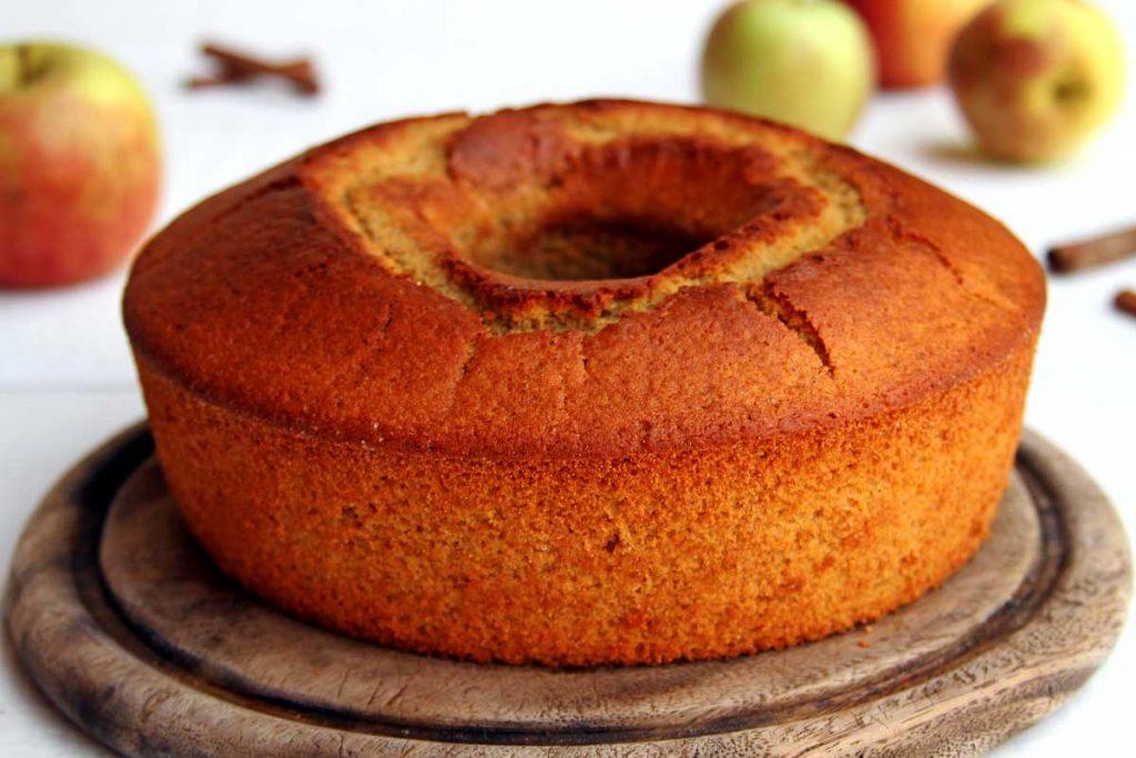 Receita de bolo de maçã de liquidificador muito fofinho e aromático. É sem glúten, sem lactose e muito nutritivo!