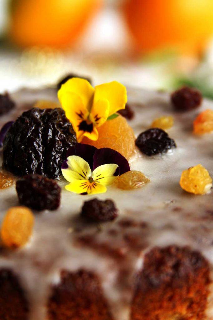 Receita de Panetone sem glúten e sem lactose decorado, perfeito para presentear amigos. É uma receita natalina fácil!