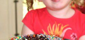 Bolo de Cenoura da Vovó feito no liquidificador com cobertura de chocolate cremosa