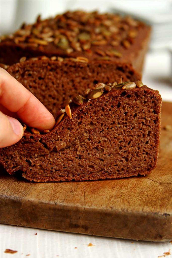 Receita de Pão de Teff fofinho e flexível sem esfarelar. É vegano, sem glúten, sem lactose, fácil e rápido de preparar!