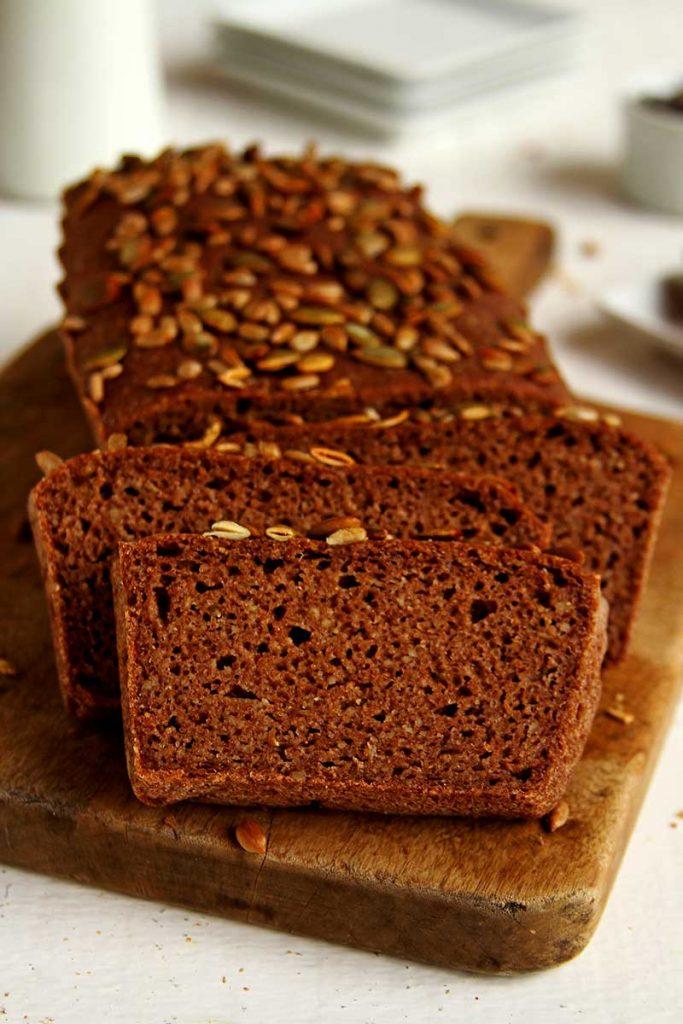 Pão de Teff sem glúten, vegano e muito fácil de preparar. Basta misturar todos ingredientes com uma colher, esperar crescer e colocar para assar.