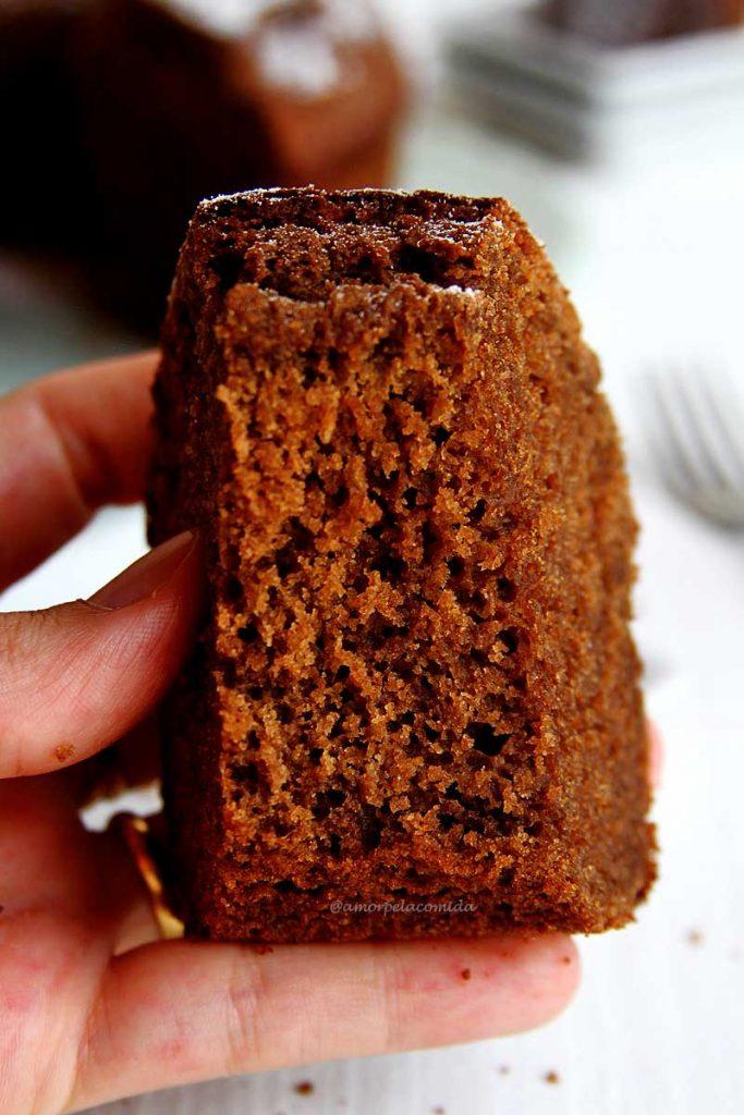 Receita fácil de bolo de chocolate sem glúten e sem lactose, fofinho, nutritivo e muito simples de preparar!