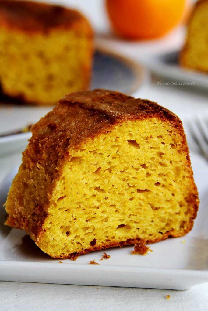 Receita de bolo de laranja com casca e bagaço de liquidificador fofinho sem glúten e sem lactose