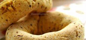 Receita de rosquinha de polvilho azedo simples e fácil sem glúten e sem lactose assado