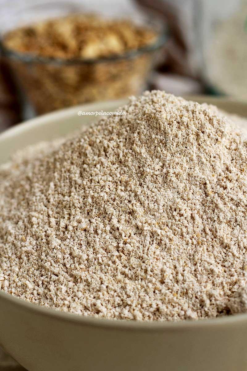 Pote cinza com farinha de aveia